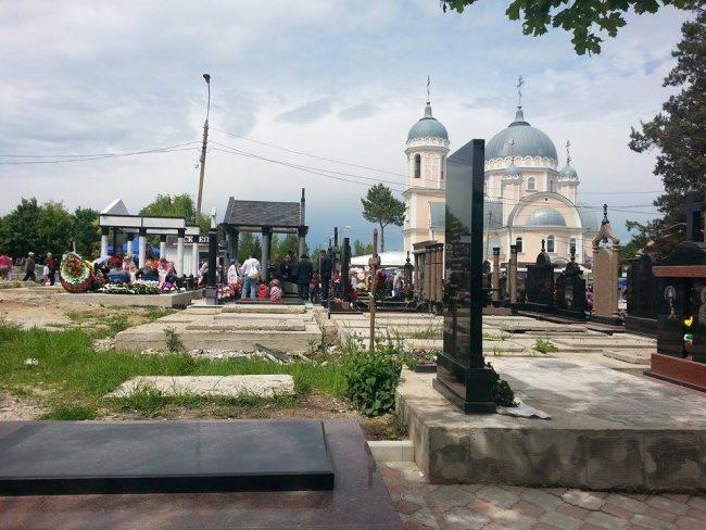 Cimitirul din strada Doina. FOTO: Natalia Munteanu