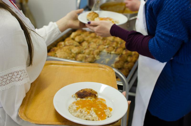 Prânzul de la Casa Providenței. FOTO: Sandu Tarlev
