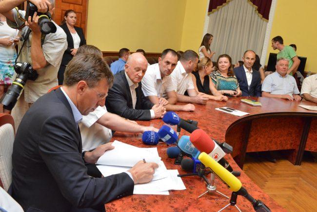 Semnarea Acordului privind constituirea Alianței proeuropene în CMC, anul 2015. FOTO: chisinau.md
