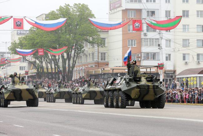 Militarii ruși, la parada de la Tiraspol, 9 mai 2016 Sursa FOTO: novostipmr.com