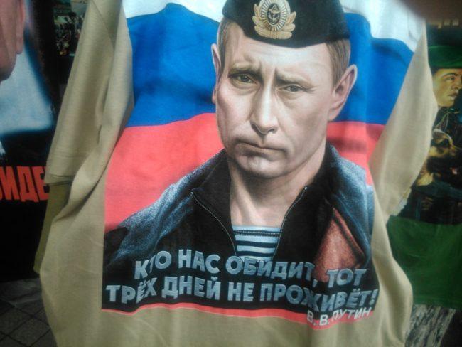 Tricou cu chipul lui Putin, în Chișinău FOTO moldNova