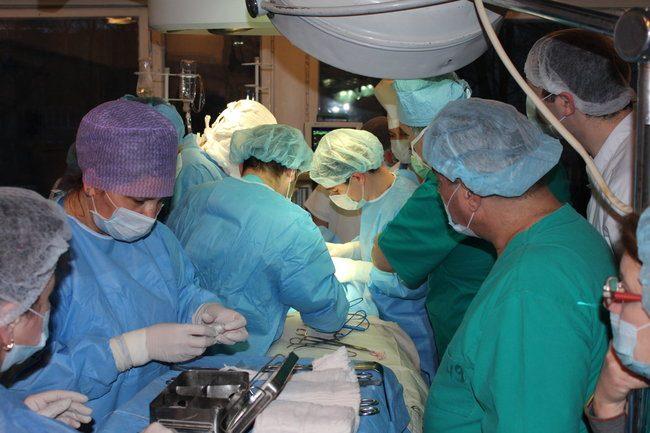 Sala de operații este pregătită pentru transplant. FOTO: Spitalul Sfânta Treime din Chișinău