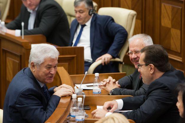 Deputații vor fi sancționați pentru lipsă de conduită FOTO: Sandu Tarlev