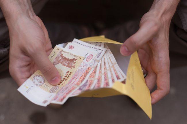 Economiile moldovenilor, în mâinile bancherilor străini FOTO Sandu Tarlev