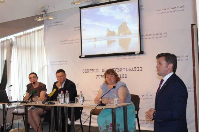 Ședința Clubului de presă Sursa foto.