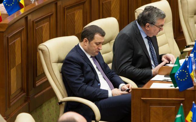 Vlad Filat, în ședința Parlamentului din 15 octombrie 2015 FOTO Sandu Tarlev