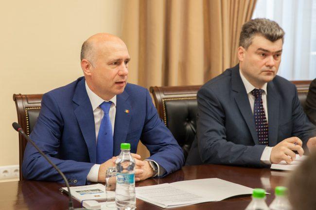 Premierul Republicii Moldova, Pavel Filip (stânga), șeful Biroul de reintegrare FOTO gov.md