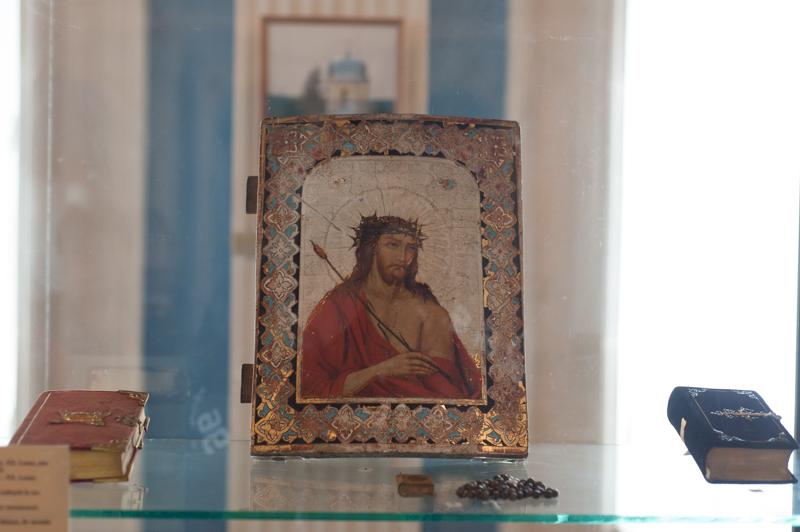 Printre exponatele din fostul Muzeu al Ateismului se numără și obiecte de cultură creștină catolică. Isus Hristos cu cununa de spini, sec XX FOTO Sandu Tarlev
