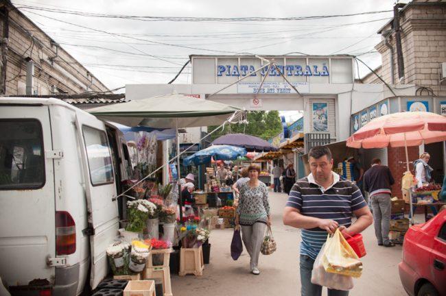 Intrarea în Piața Centrală din Chișinău FOTO Sandu Tarlev