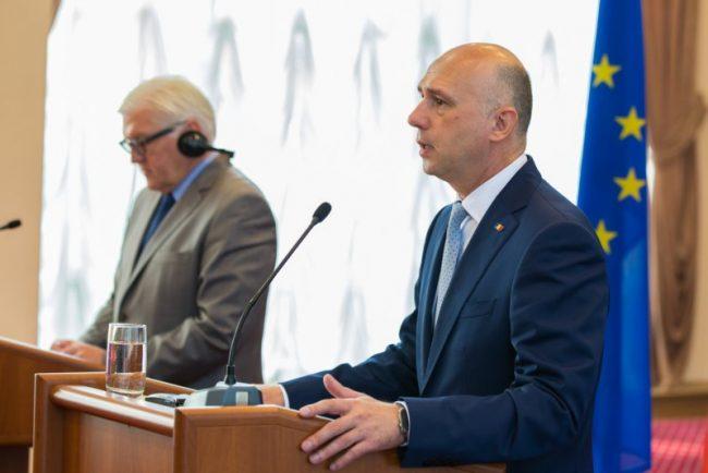 Premierul Pavel Filip cu preşedintele în exerciţiu al OSCE, ministru al Afacerilor Externe a Republicii Federale Germania, Frank-Walter Steinmeier FOTO: gov.md
