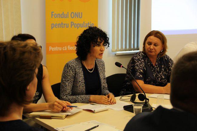 Rita Columbia (în mijloc), Reprezentantul UNFPA în Moldova.