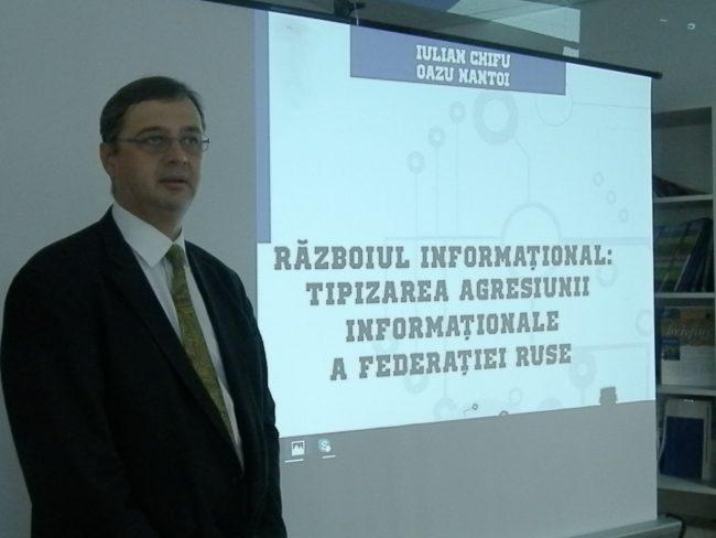 Iulian Chifu este un analist de politică externă român, fost consilier prezidențial, director al Centrului pentru Prevenirea Conflictelor și Early Warning.