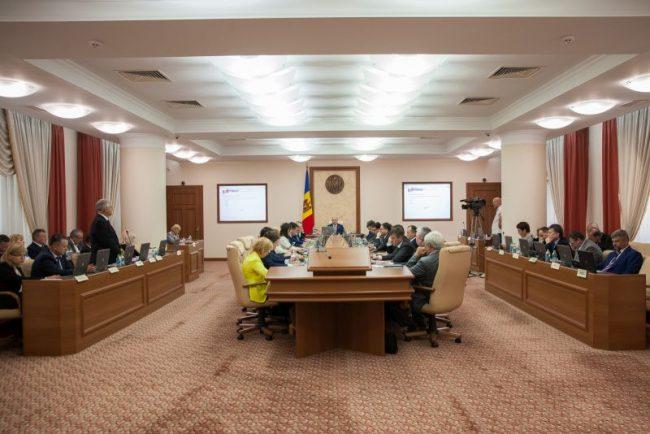 Guvernul Filip acceptă condiția FMI, de a nu mai angaja oameni în instituțiile bugetare FOTO gov.md