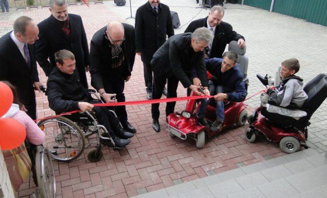 """deschiderea oficială a Azilului pentru copii orfani şi cu dizabilităţi """"Sarepta"""" a Bisericii Penticostale din Sărata-Galbenă."""