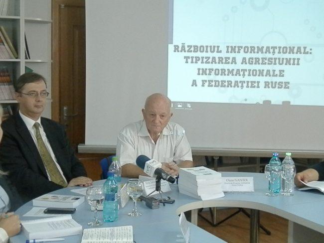 """Analistul politic, Oazu Nantoi (din dreapta), în anii 1990-1991 a fost director general adjunct la agenția """"Moldova-Press""""."""