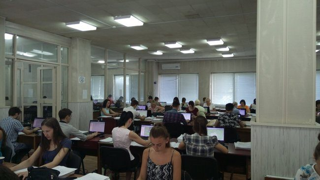 Circa 200 de persoane muncesc zilnic pentru prelucrarea informațiilor obținute la Recensământul din 2014. FOTO: moldNova