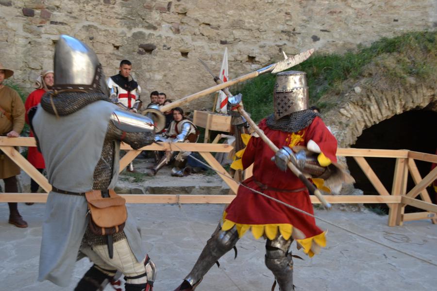 Costumele de epocă și armele participanților au încântat spectatorii. FOTO Tatiana Mitrofan