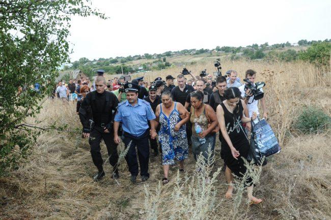 Polițiștii au scos femeile rome din mulțume