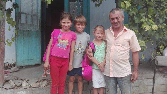 Ion Andronache își crește singur cei trei copii FOTO: Galina Munteanu