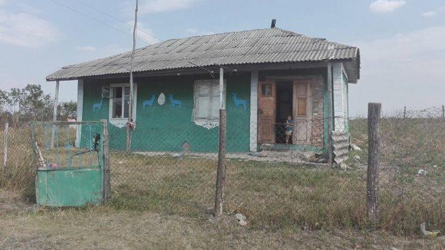 Casa în care își petrec copilăria cele trei fetițe și băiețelul familiei Cebotari FOTO: Galina Munteanu