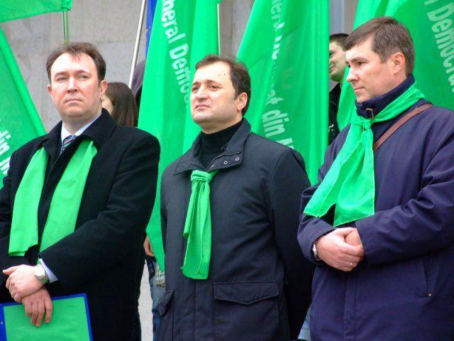 """Alexandru Tănase, Vlad Filat, VItalie Nagacevscci (de la stânga la dreapta) pe timpuri când PLDM era """"mai viu""""."""