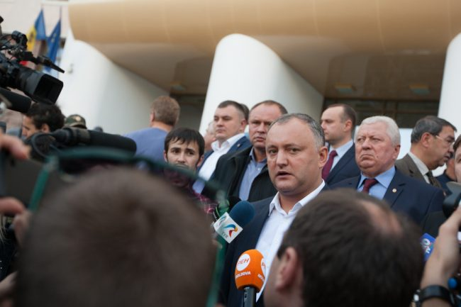 dodon-protest-parlament