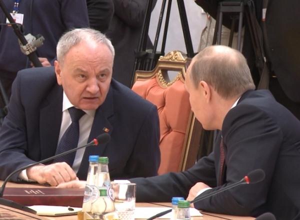 Preşedintele rus Vladimir Putin şi omologul său moldovean Nicolae Timofti au avut vineri un schimb dur de replici, cu ocazia summitului Comunităţii Statelor Independente (CSI) de la Minsk
