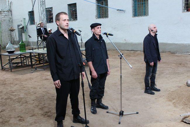 Maxim (primul din stânga) l-a jucat pe Horațio cu multă pasiune. FOTO: DIP