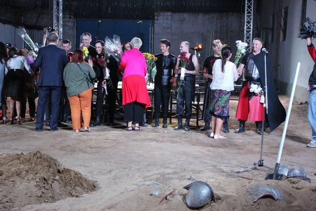 Actorii au primit flori și laude din partea spectatorilor. FOTO: DIP