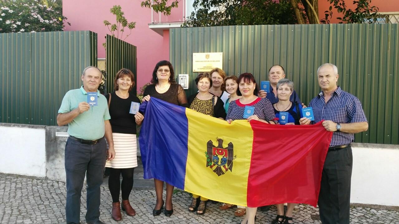 Cetățenii moldoveni din Portugalia, cu gândul la țară FOTO moldNova
