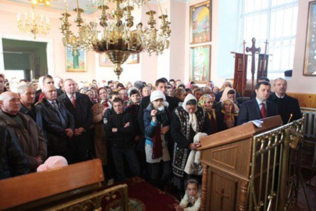 Ex-premierul Vlad FIlat la sfințirea Biserii din satul Chetrosu, raionul Drochia. Foto: PLDM.MD
