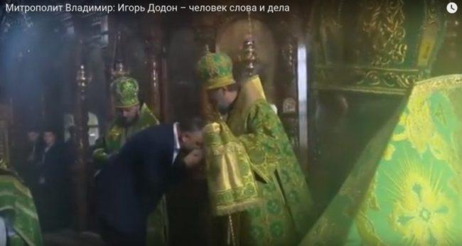 Igor Dodon îl salută pe Mitropolitul VLadimir. Foto:capture