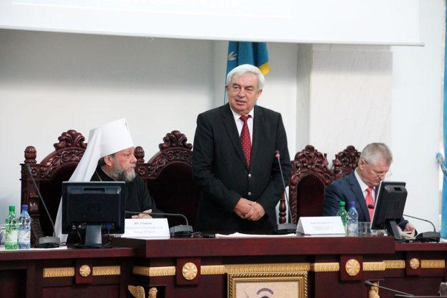 Președintele Academiei de Științe, Gheorghe Duca (din mijloc)