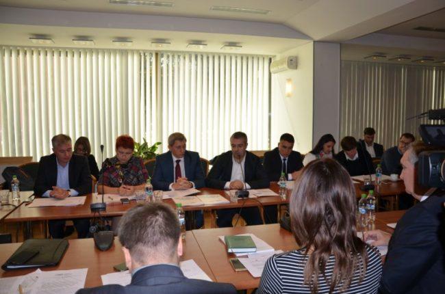 Deputații prezenți la dezbatere