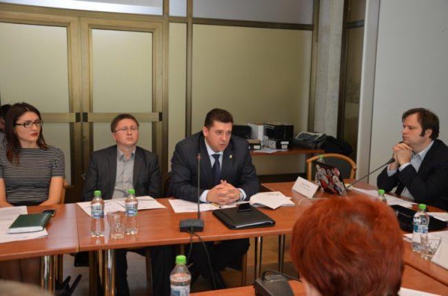Veaceslav Soltan (al treilea din stânga), procuror, şef interimar al secţiei tehnologii informaţionale şi investigaţii ale infracţiunilor în domeniul informaticii