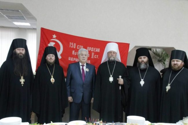 Liderul comunist Vladimir Voronin a împlinit miercuri 75 de ani, iar cu această ocazie a primit o înaltă distincție bisericească din partea Mitropoliei Moldovei.