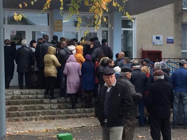 Alegători din Transnistria, la Varnița FOTO: Alexandru Barbăroșie