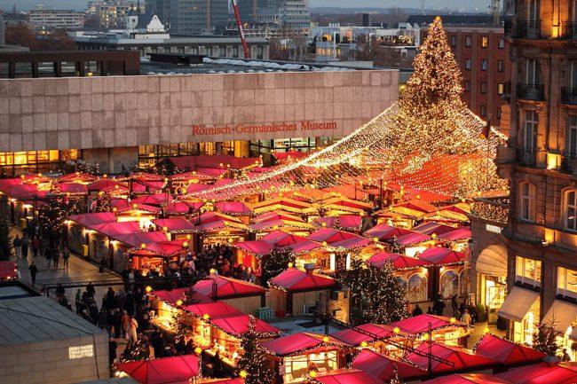Târgul de Crăciun din Koln, Germania. Sursa foto