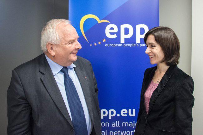 Joseph Daul împreună cu Maia Sandu. Foto: Sursa Profil Facebook.com