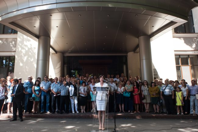 Maia Sandu și susținătorii săi, în fața Reședinței de Stat FOTO: Sandu Tarlev