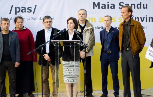 Maia Sandu și câțiva din colegii săi de la PAS, la prezentarea programului electoral FOTO profil Facebook