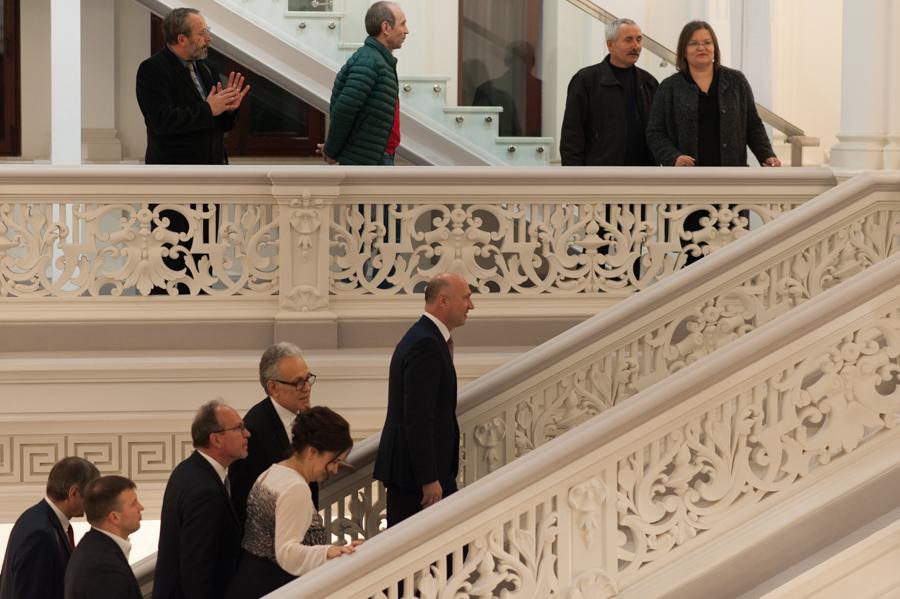 Oficialii sosesc la evenimentul de redeschidere a Muzeului Național de Artă. FOTO: Sandu Tarlev