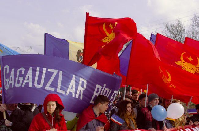 Tinerii găgăuzi protestează în orașul Comrat FOTO: Sandu Tarlev
