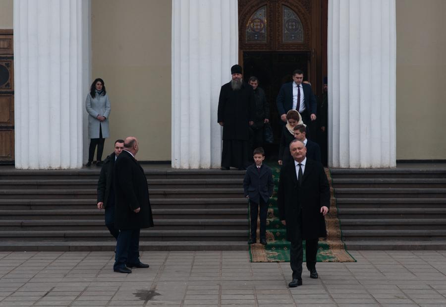 Igor Dodon, după slujba care a avut loc la Catedrala Nașterea Domnului din Chișinău, după învestire FOTO: Sandu Tarlev