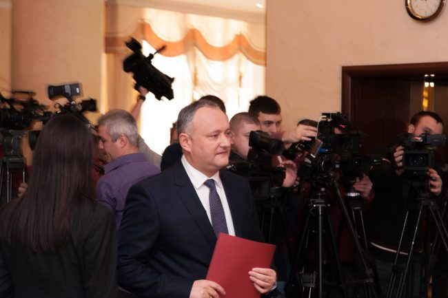 Igor Dodon, înainte de briefingul în care și-a prezentat consilierii, 26 decembrie 2016 FOTO Sandu Tarlev