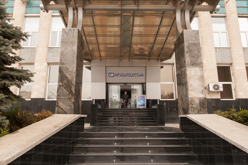 Intrarea principală în sediul FOTO: Sandu Tarlev