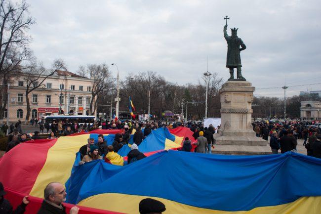 Tricolorul în scuarul Ștefan cel Mare