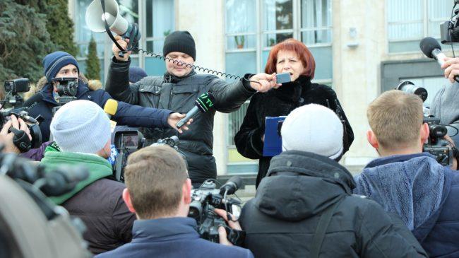 Viceministrul Educației Elena Cernei le vorbește profesorilor. FOTO sindicate.md