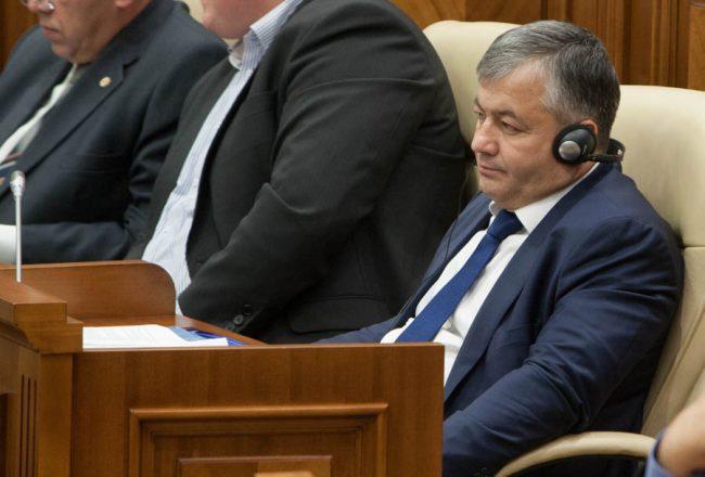 Nicolai Dudoglo, în sala de ședințe a Parlamentului, în perioada când deținea mandatul de deputat FOTO Sandu Tarlev