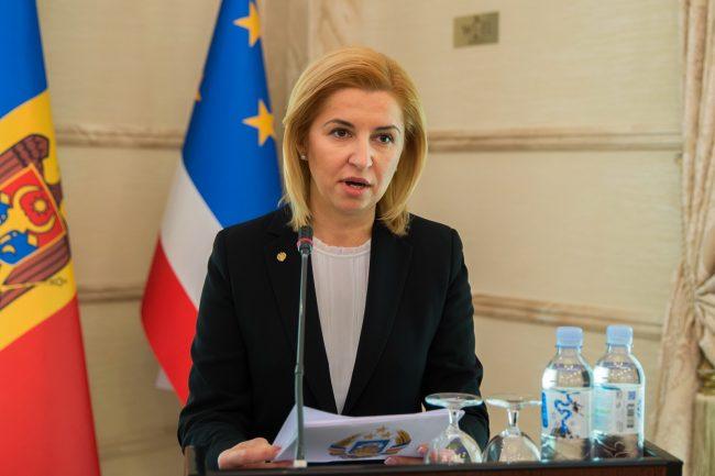 Bașcanul autonomiei, Irina Vlah, face declarații pentru presă după ședința din 4 martie 2016 FOTO gov.md